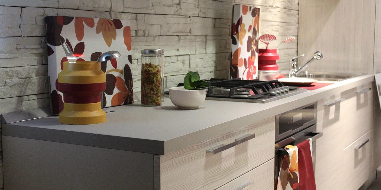 Come arredare una cucina stretta e lunga - Madonia Arredi